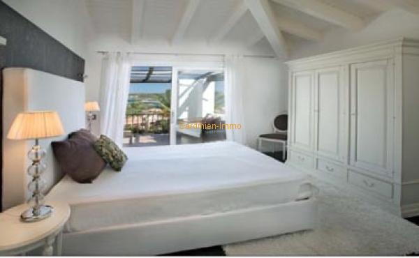 Inter.master bedroom